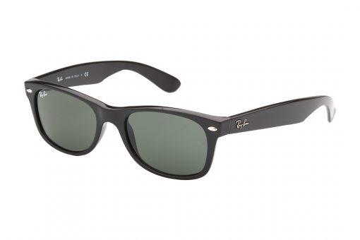משקפי שמש מדגם וייפרר (מלבני), בעלי מסגרת וזרועות בצבע שחור, עדשות בגוון ירוק כהה