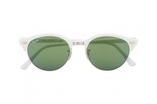משקפי שמש מעוגלים עם חצי מסגרת בגוון לבן פנינה ובקווים חתוליים, זרועות בגוון פנינה, עדשת מראה ירוקה