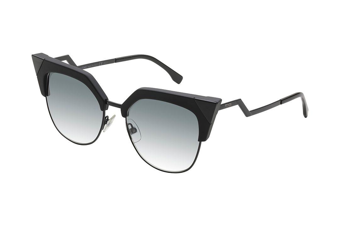 משקפי שמש ממתכת בשילוב חומר פלסטי מסגרת חתולית בגווני שחור ואפור, עדשות בגוון תכלת מדורג