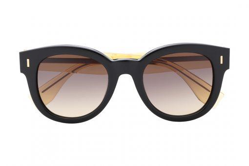 משקפי שמש אובר סייז עגולים, מסגרת שחורה עבה עם עיטור מוזהב מינימליסטי   בצדדים, וזרועות בגוון צהוב שקוף