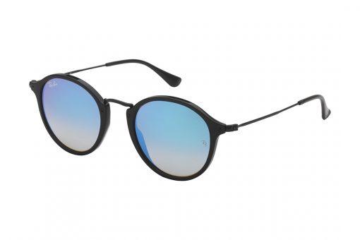 משקפי שמש רייבן בעלי מסגרת עגולה, חזית וזרועות בצבע שחור, עדשות מראה כחולה