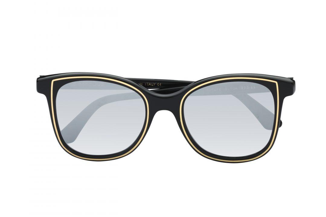 משקפי שמש לנשים דגם אובר סייז מרובע בגוון שחור עם פס זהב עדין עדשות מראה אפורות