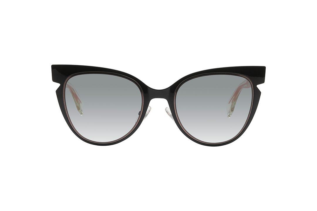 משקפי שמש מאצטט, מסגרת אובר סייז במראה חתולי עם חיתוך משולש עדין בצדדים, חזית בגוון חום כהה, זרועות בגוון ורוד בהיר