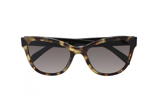 משקפי  שמש  בעיצוב אובר סייז חתולי, מסגרת מנומרת וזרועות שחורות, עדשות חומות