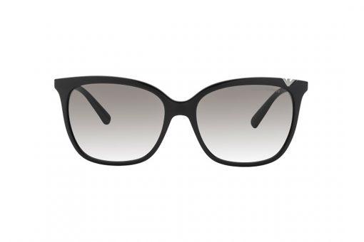 משקפי שמש נשיים במראה קלאסי מבית EMPORIO ARMANI בדגם מרובע בגוון שחור בשילוב לוגו המותג בגוון אפור