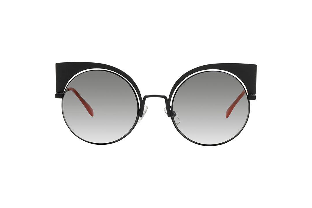 משקפי שמש בעלי מסגרת ממתכת, במראה חתולי בצבע ששחור מט, זרועות בצבע שחור וכתום.