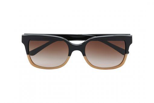משקפי שמש אובר סייז בצורת מלבן, חזית מחולקת לשני צבעים - חצי עליון בשחור וחצי תחתון בצבע קרם, זרועות בצבע שחור, עדשה בצבע חום