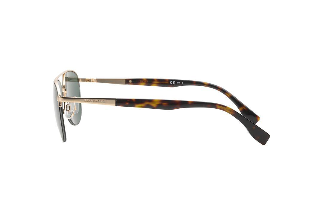 וורסייה מודרנית למשקפי הטייסים הקלאסיים. חצי מסגרת עליונה מוזהבת, הכוללת גשר אף כפול, חלקן התחתון של העדשות ללא מסגרת, זרועות בשילוב מתכת בגוון זהב עם חומר פלסטי בגימור מנומר, עדשות בגוון ירוק