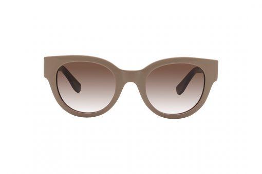 משקפי שמש בסגנון חתולי, מסגרת בגוון חום שנהב, זרועות ופאה פנימית של המסגרת בגוון בורדו, עדשות בגוון חום אדמדם