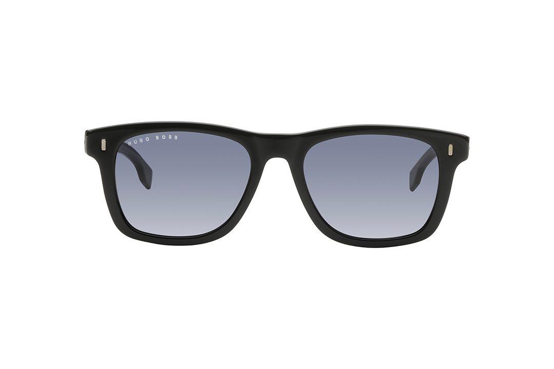 משקפי שמש גבריים מלבניים בהשראת דגם ה wayfarer הקלאסי, חזית וזרועות בשחור מבריק, עדשות בגוון כחול.