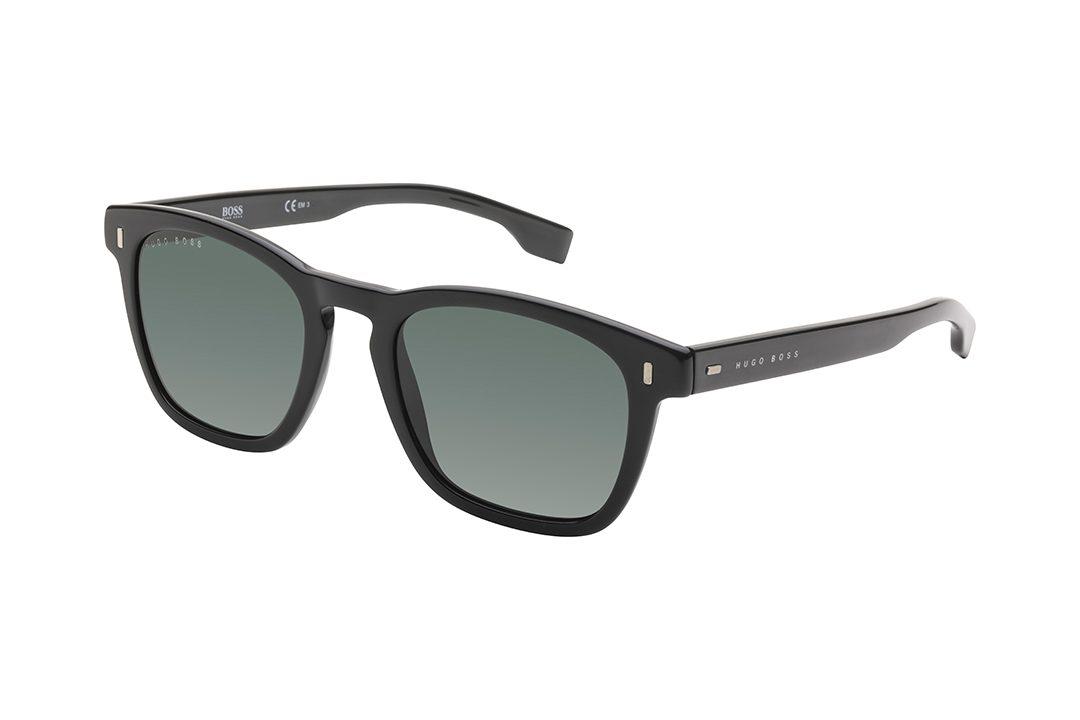 משקפי שמש מרובעים עם פינות בעלות אדג' חתולי, מסגרת וזרועות בצבע שחור מבריק, עשות בצבע ירוק