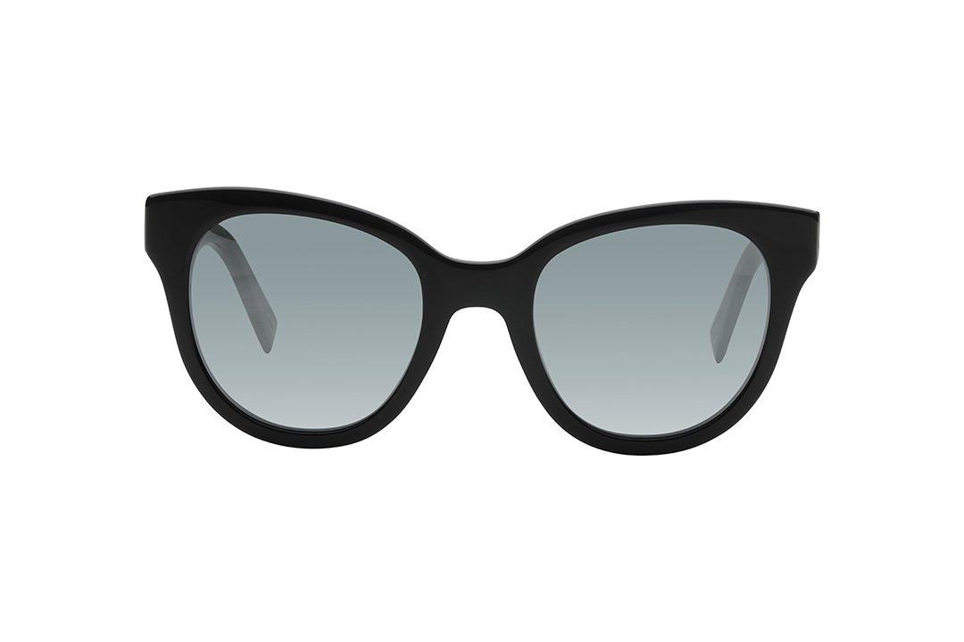 משקפי שמש במראה חתולי, מסגרת וזרועות בצבע שחור, עדשות מראה אפורה