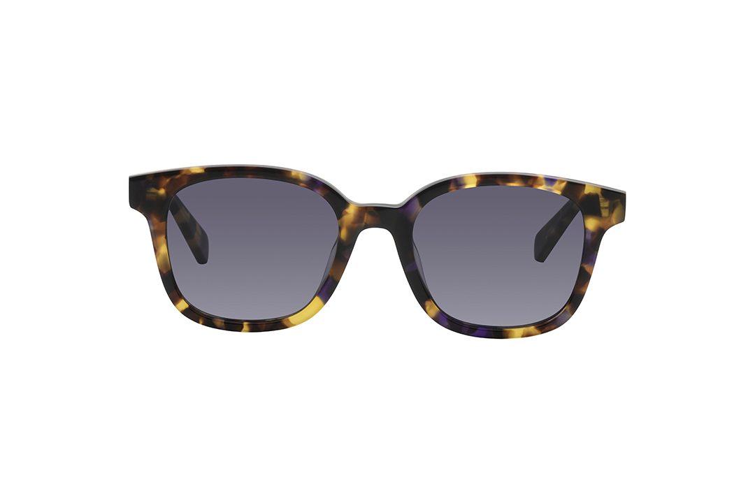משקפי שמש מדגם וייפרר (מלבניים), מסגרת וזרועות מנומרים בגווני חום עם נגיעות סגולות ועדשה אפורה