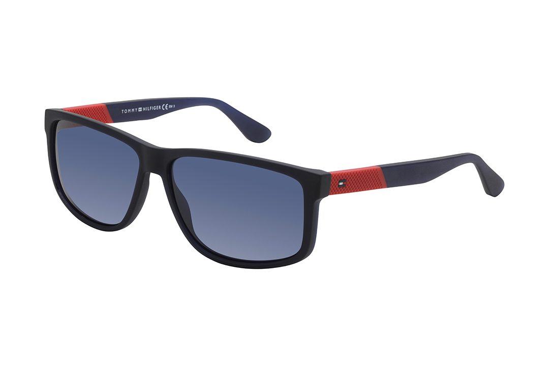 משקפי שמש גבריים מלבניים, מסגרת דקה וזרועות בגוון שחור מט, אלמנט בטקסטורת גומי בגוון אדום על הזרועות, עדשות בגוון כחול
