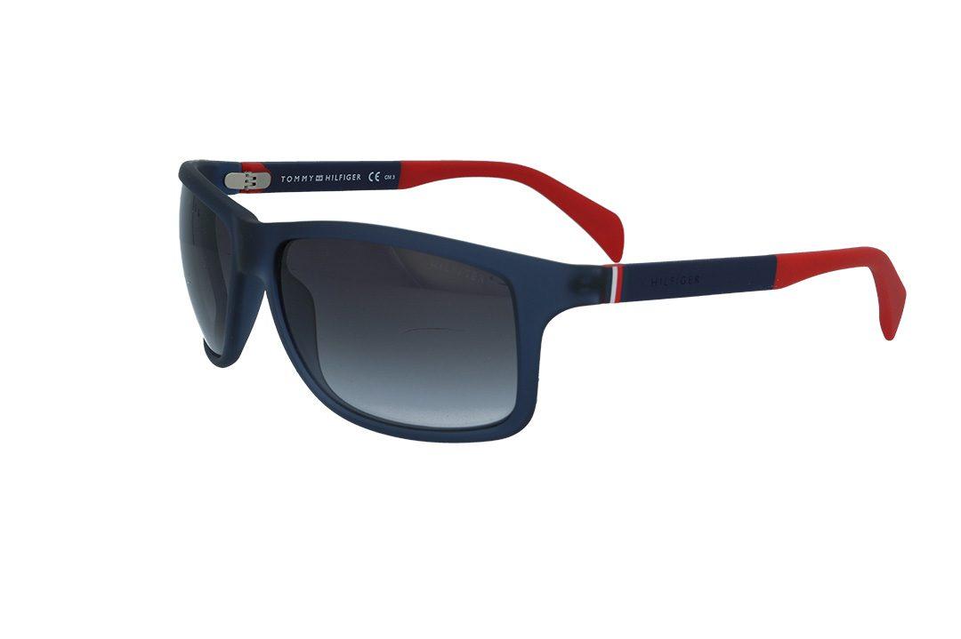משקפי שמש מבית Tommy Hilfiger בדגם קמור בגווני כחול אדום ועדשות מדורגות