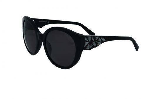 משקפי שמש מבית SWAROVSKI בדגם  אובר סייז חתולי בגוון שחור וזרועות משובצות אבני סוורובסקי בגוון כסוף
