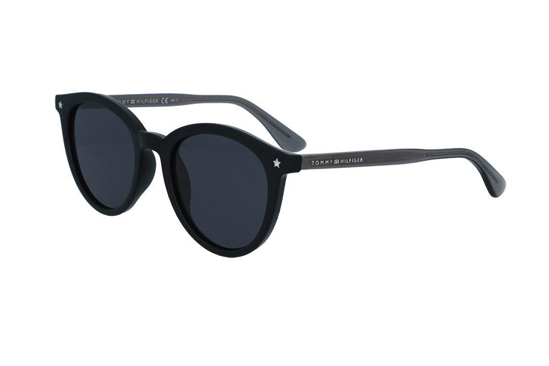 משקפי שמש מבית Tommy Hilfiger בדגם עגול נשי בגוון שחור עם עיטור כוכב בצידי הפרונט