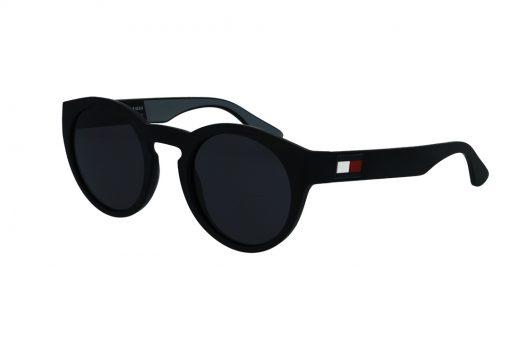 משקפי שמש מבית Tommy Hilfiger בדגם עגול נשי בגוון שחור מט ולוגו בצידי הזרועות