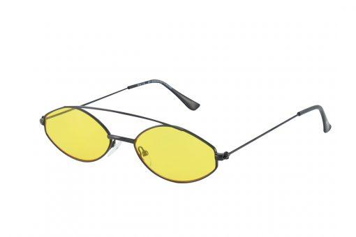 משקפי שמש מקולקציית הקפסולה של נטע אלחמיסטר בדגם מיניסייז בגוון שחור ועדשות בגוון צהוב