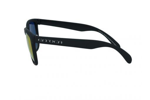 משקפי שמש מבית ERROCA EYEWEAR במסגרת מרובעת בגוון שחור ועדשות מראה צבעוניות