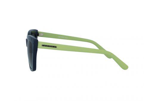 משקפי שמש מבית ERROCA EYEWEAR במסגרת בעלת פרונט  בצבע נייבי עם זרועות בצבע ירוק