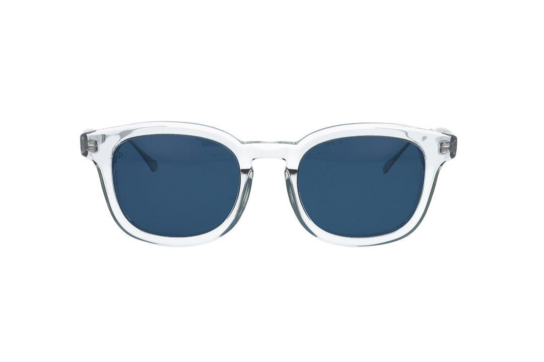 משקפי שמש מבית COOLRAY במסגרת מרובעת שקופה בשילוב מתכת ממותג הבית, עדשות כחולות