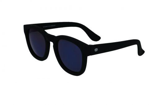 משקפי שמש לילדים מבית Erroca Eyewear בדגם מרובע בגוון שחור מט ועדשות מראה בגוון כחול מתאים לגילאים 0-10