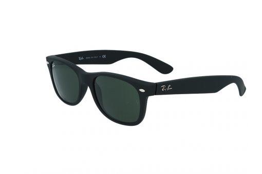 משקפי שמש מבית Ray Ban בדגם וויפרר בגוון שחור מט ועדשות בגוון ירוק