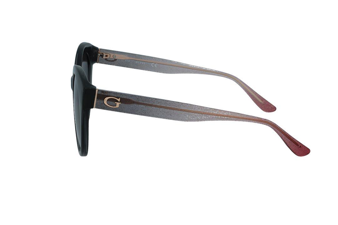 משקפי שמש מבית Guess בדגם אובר סייז חתולי בגוון שחור וזרועות מנצנצות