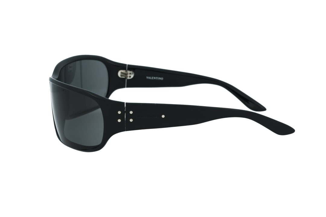 משקפי שמש מבית VALENTINO בדגם קמור להגנה מקסימלית על העיניים