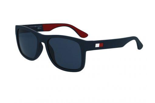 משקפי שמש מבית Tommy Hilfiger בדגם גברי מרובע בגוון כחול מט ולוגו בצידי הזרועות