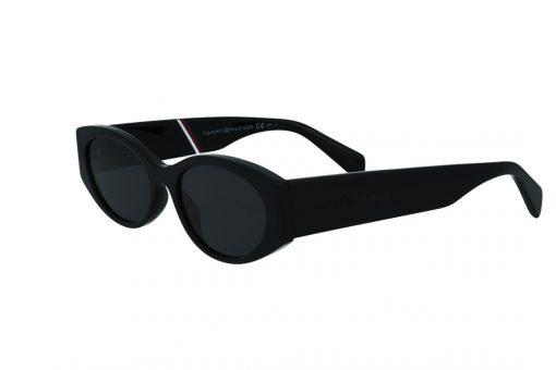 משקפי שמש מבית Tommy Hilfiger בדגם אליפסה בגוון שחור ועדשות תואמות