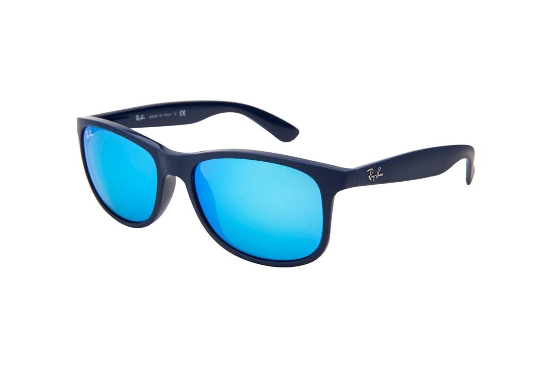משקפי שמש מבית Ray Ban בדגם וויפרר קלאסי בגוון שחור ועדשות מראה מגוון כחול