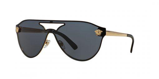 משקפי שמש מבית Versace בדגם טייסים נשי עם גשר אף כפול ועיטורים בצידי המסגרת