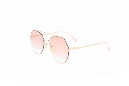 משקפי שמש מבית Fendi בדגם גיאומטרי בגוון זהוב ועדשות בגוון ורוד עם לוגו המותג