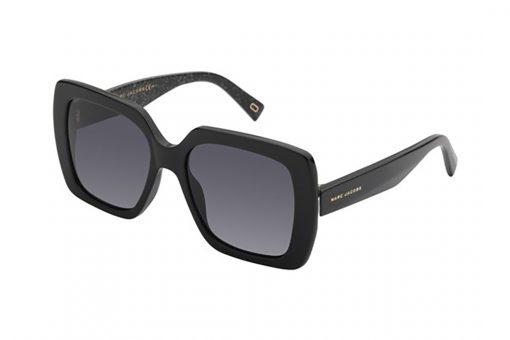 משקפי שמש מבית Marc Jacobs בדגם אובר סייז מרובע בגוון שחור כלפי חוץ ושחור מנצנץ כלפי פנים ועדשות תואמות