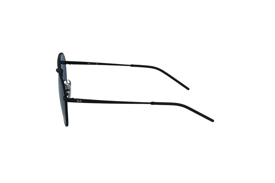 משקפי שמש מבית Ray Ban בדגם טייסים עם אדג' מרובע בגוון שחור ועדשות בגוון כחול