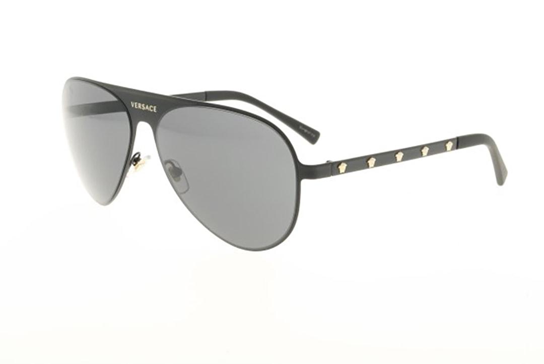 משקפי שמש מבית Versace בדגם טייסים בגוון שחור ועדשות כהות