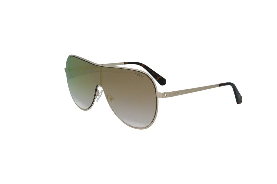 משקפי שמש מבית Guess בדגם מסיכה הנשי בגוון זהוב ועדשות בגוון ורוד