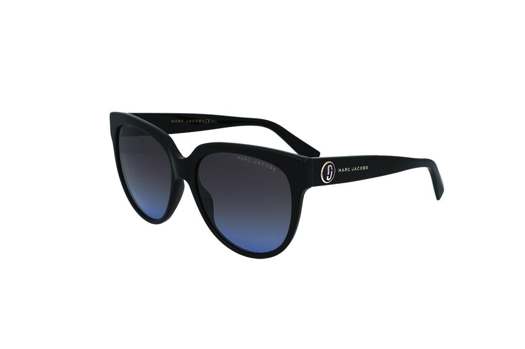 משקפי שמש מבית Marc Jacobs בדגם אובר סייז בגוון שחור ועדשות בגוון כהה-כחול