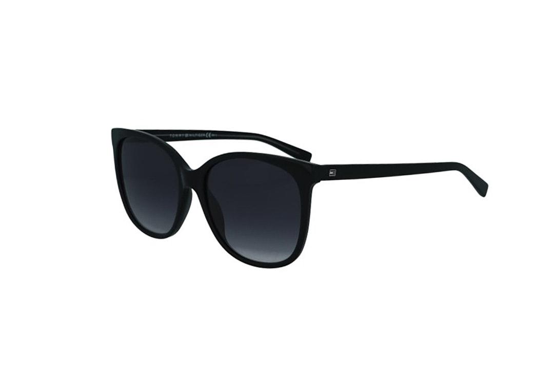 משקפי שמש מבית Tommy Hilfiger בדגם אובר סייז חתולי בגוון שחור ועדשות תואמות