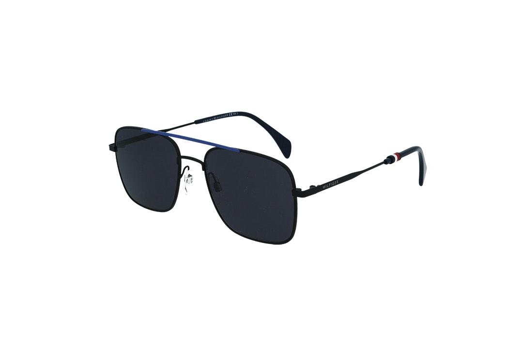 משקפי שמש מבית Tommy Hilfiger בדגם טייסים מרובע בגווני שחור וכחול ועדשות כהות