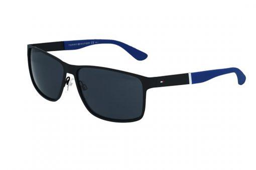 משקפי שמש מבית Tommy Hilfiger בדגם גברי מרובע בגווני שחור וכחול ועדשות כהות