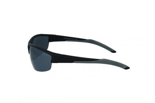 משקפי שמש ספורטיבים מבית ERROCA EYEWEAR במסגרת פלסטיק קמורה המגינה על העינים ועדשות פולארויד לחווית ראיה רגועה וללא סינוורים