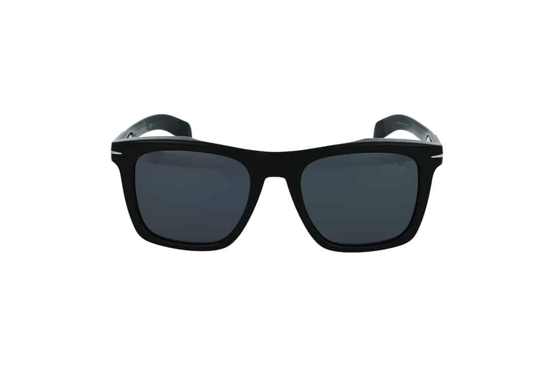 משקפי שמש מבית DB eyewear by David Beckham בדגם מרובע בגוון שחור ועדשות מראה עדינות בגוון אפור