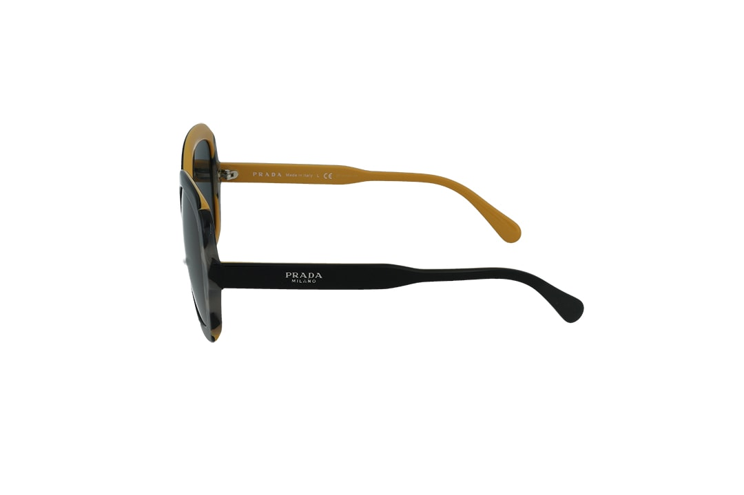 משקפי שמש מבית Prada בדגם אובר סייז מרובע בגווני שחור מנומר וצהוב